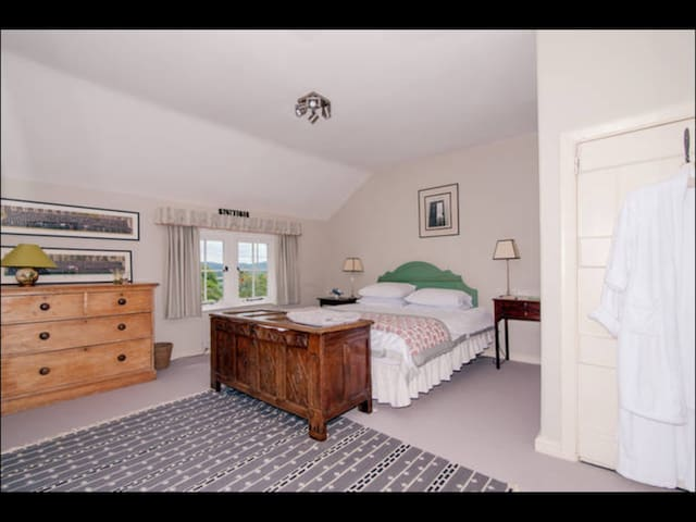Large double room with kingsize bed - Malvern - Bed & Breakfast