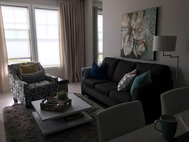 Cochrane Fresh and Bright Condo - Cochrane - Apartamento