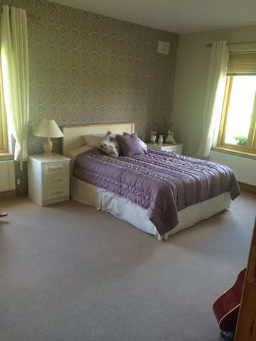 Luxur(URL HIDDEN)Straffan Co Kildare. - Straffan - Bed & Breakfast