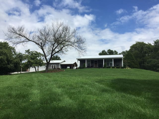 Private Retreat Close To Town - Franklin - Hus