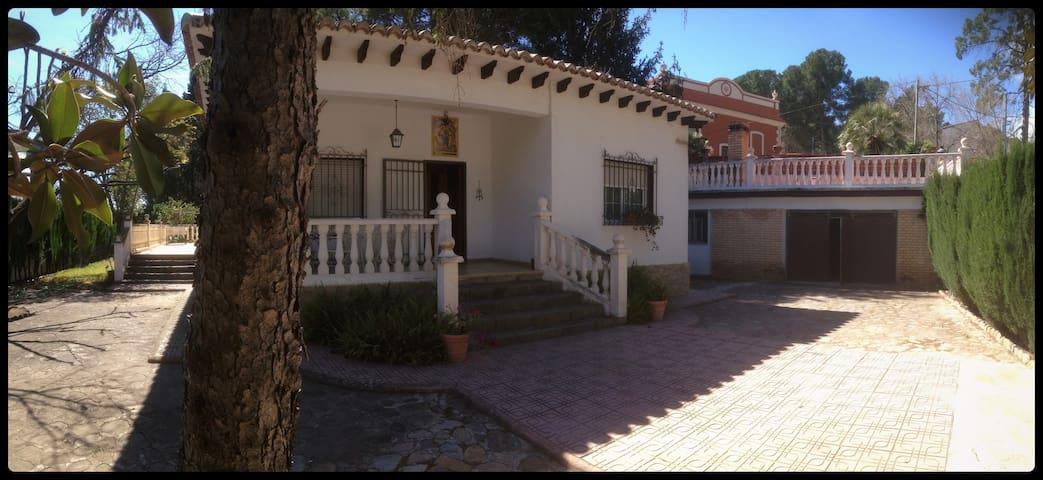 Large villa with garden - Navajas - Chalet