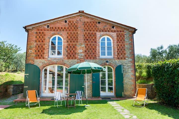 Cozy villa in Tuscany countryside - Pescia - Hus
