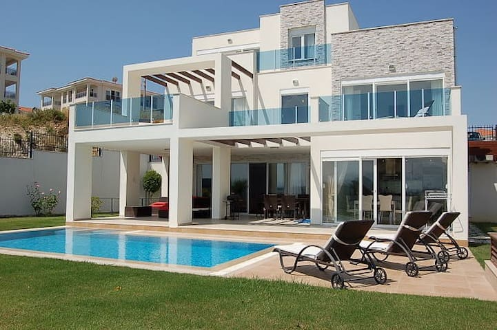 Spring Villa One with own pool - Side - Hus