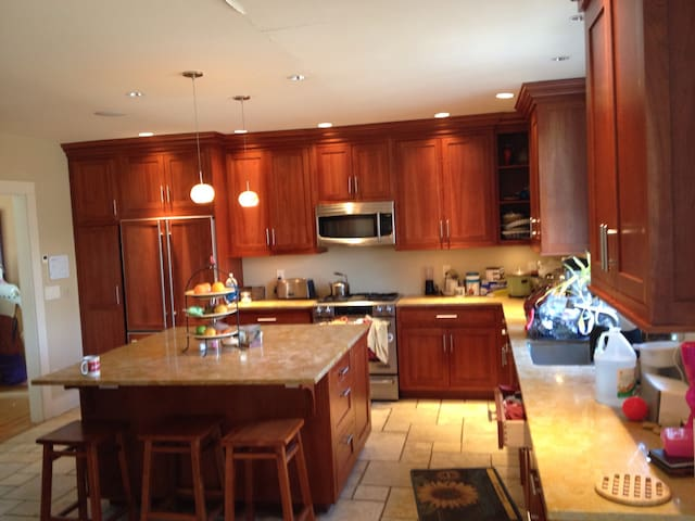 Share beautiful home in Westville.  - New Haven - Casa