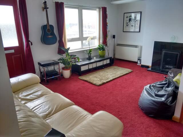 Bright, clean room for 1 or 2! :) - Bridge of Earn - Houten huisje