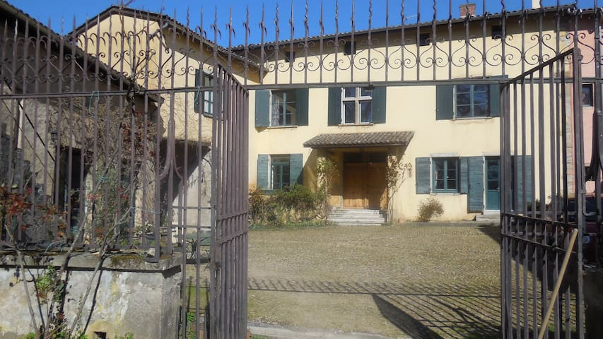 CHAMBRE D'HOTES  DU GRAND PLATANE - Charly - Bed & Breakfast
