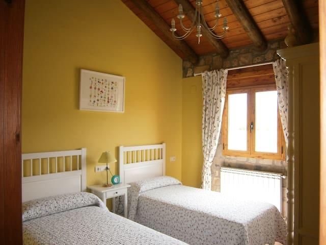 Casa rural de Piedra Pirineo - Caldearenas