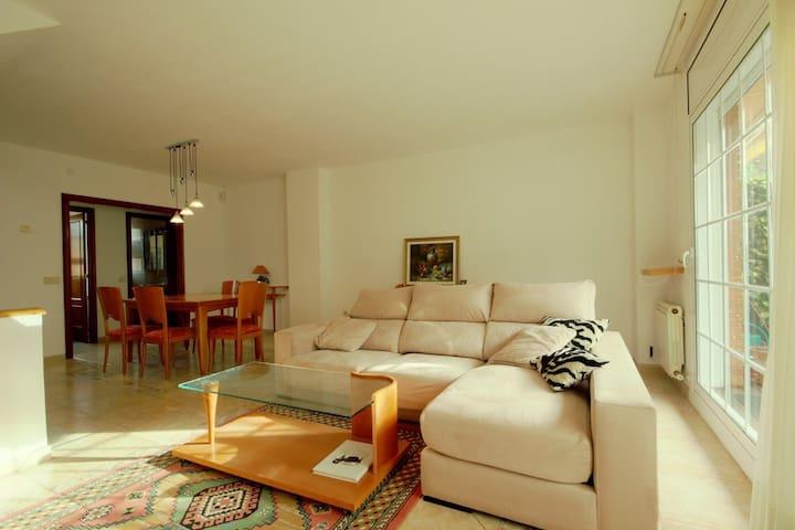 Amazing HOUSE w/garden & pool, 20 min of Barcelona - Cabrils