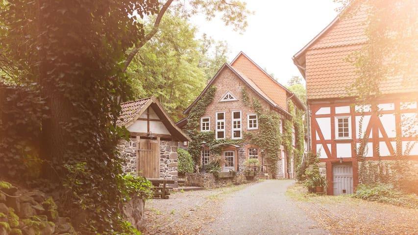 Romantische Zimmer in der Wassermühle von 1415 - Homberg (Efze) - Boutique hotel
