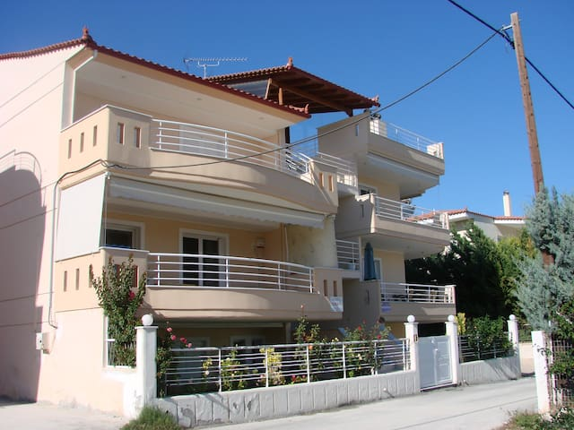 Cozy apartment next to the beach! - Vrachati - Appartement