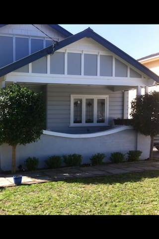 BEAUTIFUL PLACE TO STAY WITH FRIENDLY PEOPLE - Northmead