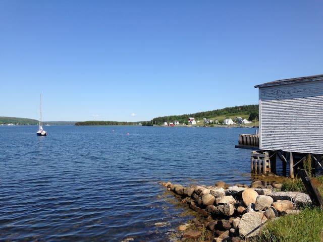 Ocean-view Cottage, Riverport - Rose Bay