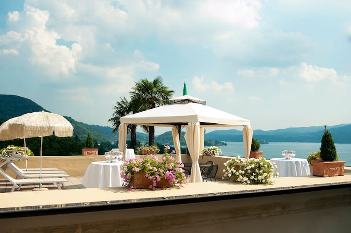 Large villa for groups with spectacular lake view - Pettenasco - Villa
