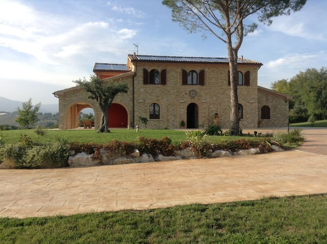 Splendida villa in stile rustico. - Treia - Haus