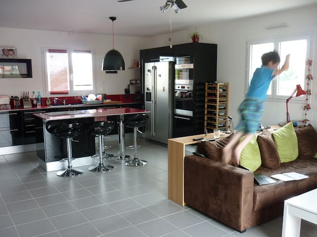 Double bed room for 2 people - Possibility for 3 - Saint-Florent-le-Vieil - Arazi Evi