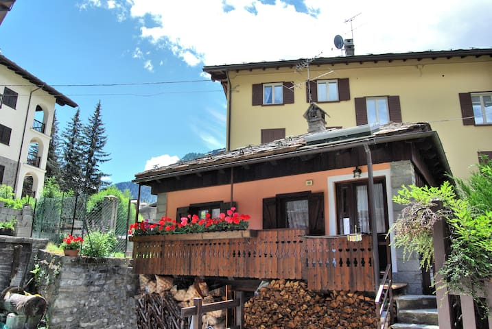Chalet Tzeraley, great value home in Courmayeur - Courmayeur - Bungalo