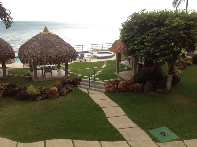 Spectacular Beach Front Apartment - Farallon - Apartamento