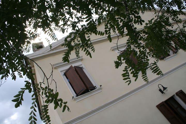 villa di campagna con 3 appartament - Ozieri - Departamento