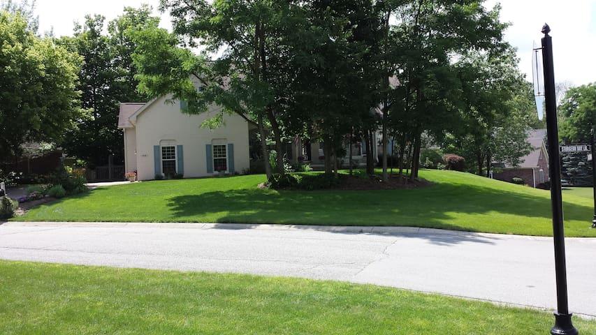 GEIST AREA--Far Northeast Side--Avail. 8/15-9/30 - Indianapolis - Departamento