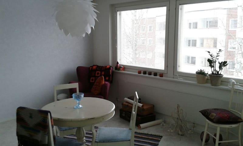 Bohemian studio in central Hyvinkää - Hyvinkää - Appartement