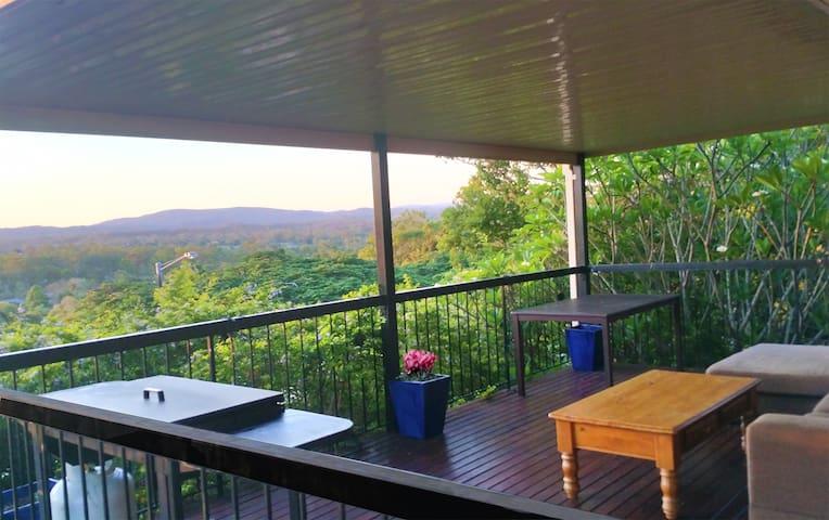 Serenity! AC 4 bedroom 2 bath with stunning views - Jamboree Heights - Dom