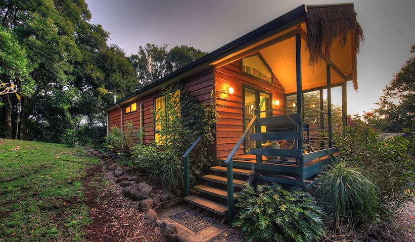Tuban Bungalow 2n Tropical Retreat - Maleny - Houten huisje