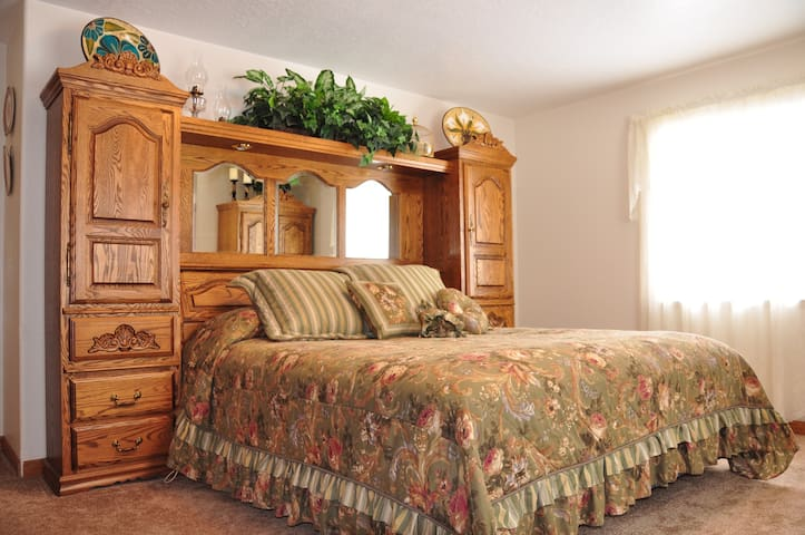 Yellowstone Home Guest Room - Island Park - Haus