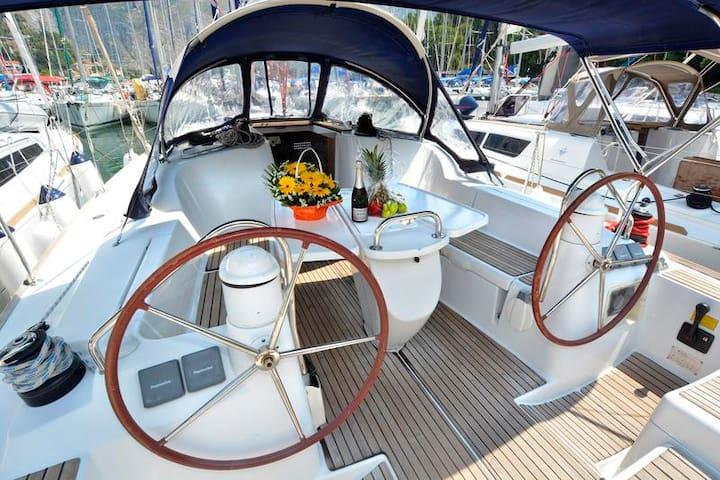 B&b on sailboat new jeanneau ! - Castellammare di Stabia - Лодка