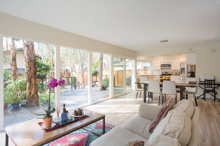 Modern, clean, quiet and friendly. - Lake Forest