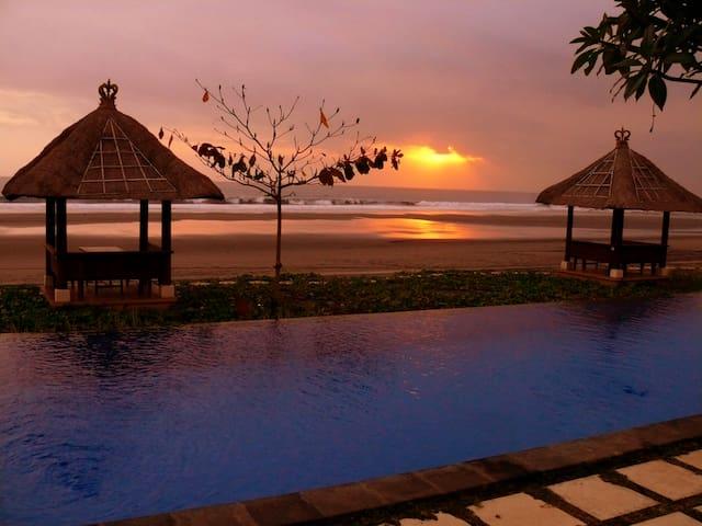 Idylic Bali Beachfront Retreat - West Selemadeg - 別墅