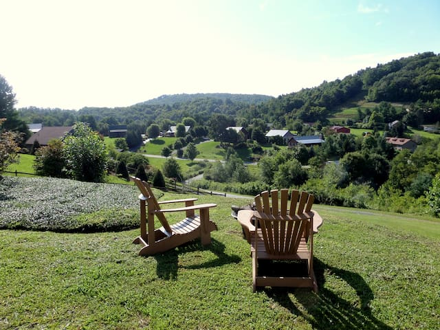Mountain Magic~Stay with Locals - Boone - Cabaña