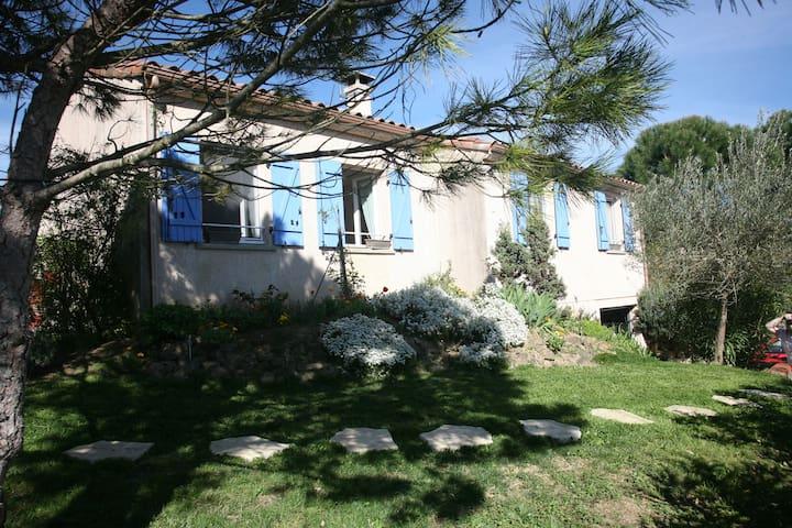 Chambre privée avec possibilité de plateau repas - Avignonet-Lauragais - House