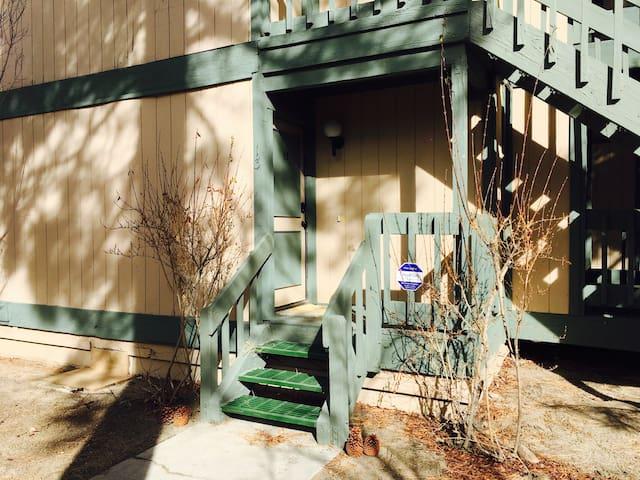 150-200/ day nice and cozy condo - Big Bear Lake - Apartamento