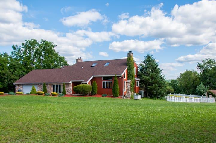 Beautiful 3BR Home w/ Pool - Lehighton - Dům