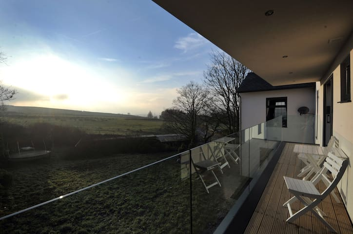 Very Special Country Room - Oldham - Hus