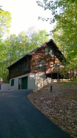 Cabin on the Ridge - Gaylord - Hus