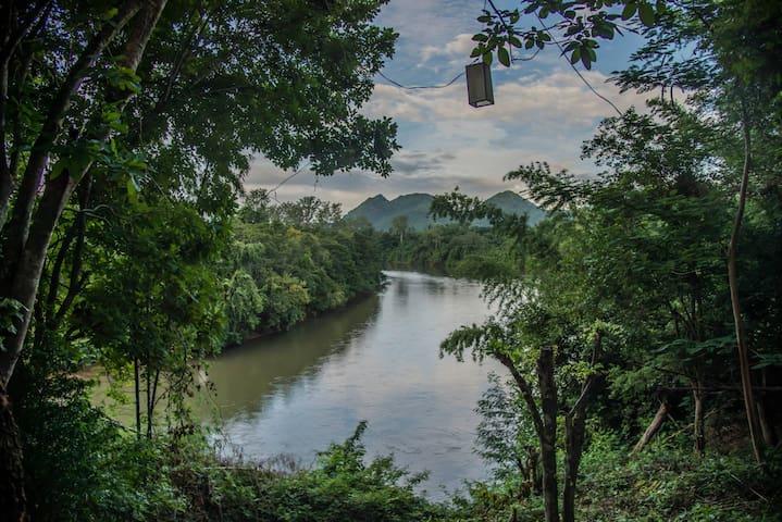 Riverside house and amazing view(BanMai PhaiPha) - Saiyok
