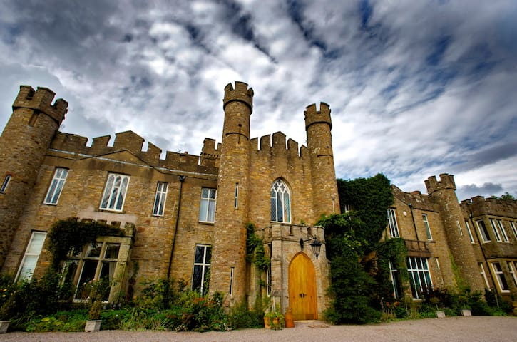Live in an historic English Castle! - Cumbria - Istana