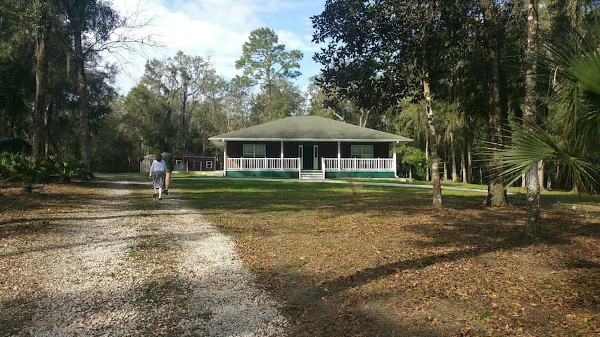 Enjoy the privacy and 10 acres - Brooksville - Huis