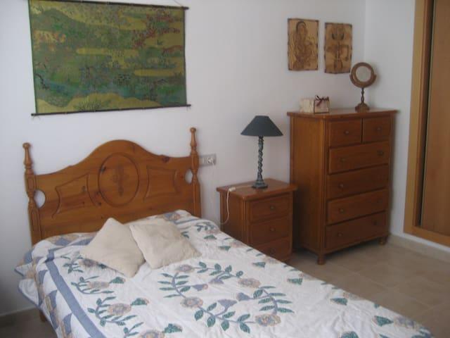 Habitación cerca de la Universidad de Murcia. - Molina de Segura - Huis