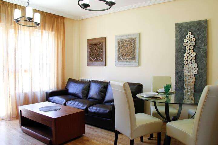Una ciudad unica en un espacio acogedor - Ávila - Huis