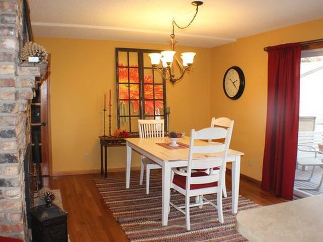 3 bedroom minutes from Carlton and St. Olaf - Dundas - Дом