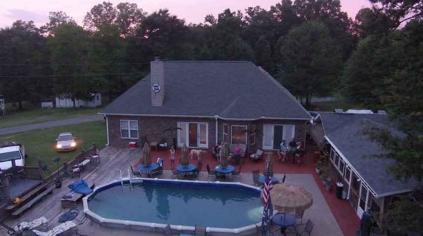 Beautiful brick water front home  - Winnsboro - Casa