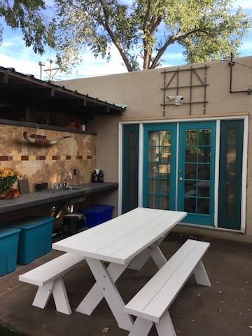 Lovely private casita in historic Nob Hill - Albuquerque - Casa de huéspedes