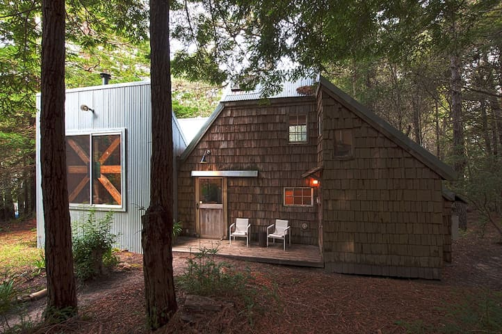 GUEST HOUSE in young redwood forest - Point Arena - Cabane