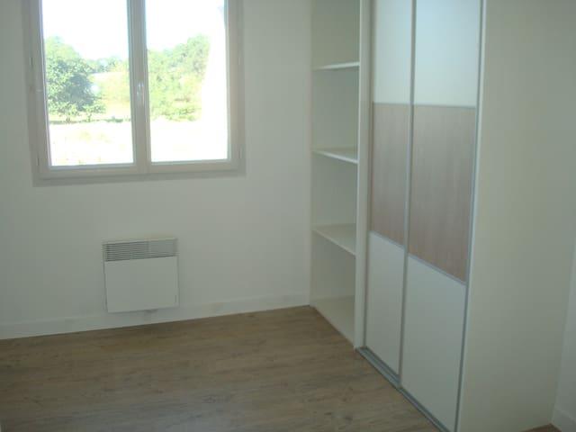 Chambre sympathiue - Chailland - Casa