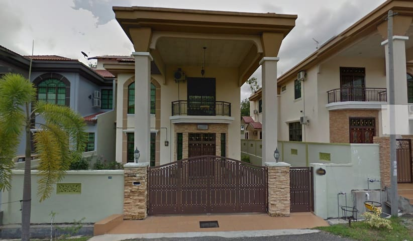 1 Mid-sized Room To Rent OUT in Melaka. - Durian Tunggal