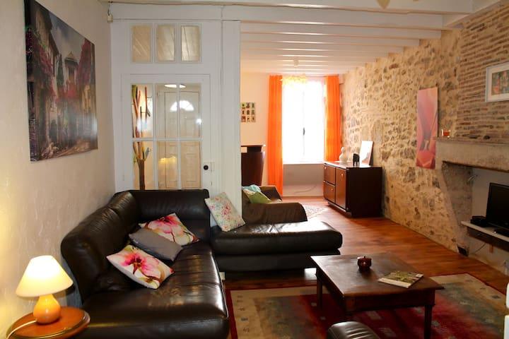 Maison dans la bastide de Sauveterre de Guyenne - Sauveterre-de-Guyenne - Huis