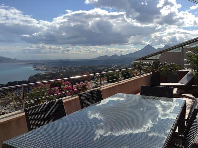 3-bedrms Penthouse with sea views - Altea - Daire
