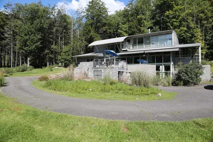 Secluded, Architect designed house  - Willow